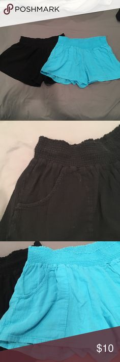 LOT of 2 Old Navy light weight summer shorts Super soft and light weight perfect for summer. Both Size L Old Navy Shorts