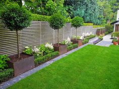 Back garden design - Most Beautiful Fence Landscaping Ideas to Beautify Your Backyard Small Backyard Gardens, Small Backyard Landscaping, Back Gardens, Front Yard Landscaping, Small Gardens, Outdoor Gardens, Landscaping Ideas, Backyard Ideas, Fence Ideas