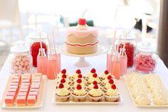 #HLo-Tips: Mesa de postres, limonada rosa, caramelos, cupcakes, merengues etc. Para cumpleaños de niñas o adolescentes.