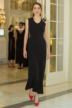 Le sofisticación del negro apra invitadas de Nihil Obstat · Tendencias de Bodas Magazine #weddingguest #vestidodefiesta #invitadadeboda