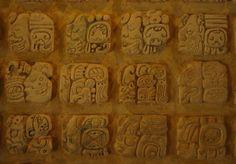 For a long time researchers considered it almost impossible to decipher the mayan writing system because they could not determine whether it was phonetic, syllabic or ideographic.  ______________________________    Durante mucho tiempo los investigadores consideraron que era casi imposible el desciframiento de su sistema de escritura porque no se podía determinar si era fonética, silábica o ideográfica.