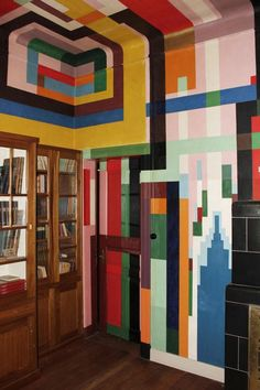 Wenzel Hablik & the colorful dining room of his house in Itzehoe, Germany, 1923. 1 | ceiling before restoration. Photos Sönke Wurr. 4 | The room in 1926. ©️️ Wenzel-Hablik-Stiftung. Via Hablik Projekt.