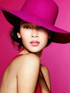 I love this hot pink hat. Viv I love this hot pink hat. Hot Pink, Pink Love, Pretty In Pink, Bright Pink, Perfect Pink, Magenta, Couleur Fuchsia, Purple, Elegant Woman