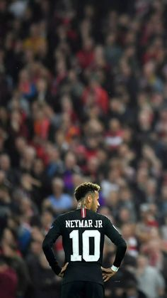 Neymar Jr w centrum uwagi fanów PSG Best Football Players, Football Is Life, Soccer Players, Arsenal Football, Messi Vs, Messi And Ronaldo, Lionel Messi, Neymar Psg, Cristiano Ronaldo Juventus