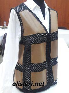 Yün ve Kumaş Birleşimi Yelek Modeli – El İşlerimiz - Sewing Clothes, Diy Clothes, Jacket Style Kurti, Paperbag Hose, Denim Vests, Crochet Shirt, Crochet Girls, Models, Knitting Designs