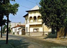 GALERIE FOTO - O lume disparuta: Cartierul Uranus din Bucuresti - Tai-Tai.net Old City, Romania, Chile, Mansions, House Styles, Bucharest, Old Town, Chili, Villas