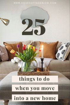Important things to do when moving into a new home, from decluttering, packing tips, and how to decorate a new house. How to settle into your home quickly, and not make any decorating mistakes Diy Kitchen Decor, Diy Home Decor, Moving House Tips, Moving Tips, Decorating A New Home, Decorating Ideas, Decor Ideas, Second Hand Sofas, Neutral Bedroom Decor