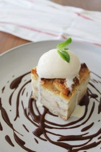 Crème Brulee Bread Pudding with Salted Chocolate Sauce & Vanilla Ice Cream Fun Easy Recipes, Easy Meals, Private Chef, Salted Chocolate, Creme Brulee, Vanilla Ice Cream, Something Sweet, Sweet Tooth, Good Food