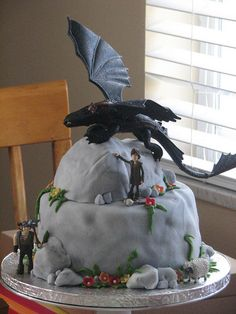 Son is OBSESSED with this movie (How to train your dragon).  We just found this cake.  I love it.  Might need alot of grandma's help w/it.