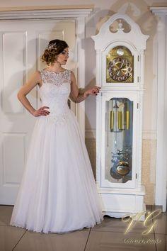 Suknia ślubna nr 10 z kolekcji Lumiere #victoriagabriela #weddingdress