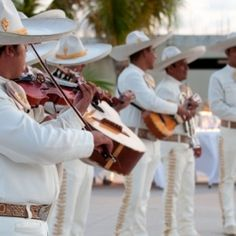 A sweet destination wedding in Mexico complete with a mariachi band. Lovee and I are doing this!