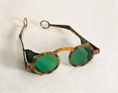 """Sunglasses in horn """"Goldoni"""" Venetian make, c. 1750"""