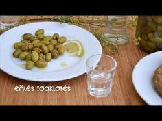 Ελιές τσακιστές (VIDEO) - cretangastronomy.gr Salad Recipes, Dog Food Recipes, Cooking Recipes, Tasty, Yummy Food, Greek Recipes, Preserves, Beans, Food And Drink