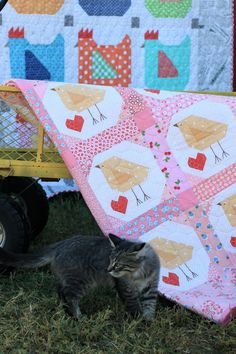 I'm so excited to finally be able to announce that my next book… Farm Girl Vintage is available for pre-order at The Fat Qu. Quilt Baby, Baby Girl Quilts, Girls Quilts, Farm Animal Quilt, Farm Quilt, Small Quilts, Mini Quilts, Diy Craft Projects, Crafts