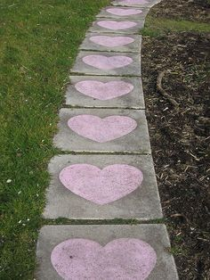 Decora el camino a tu casa con corazones de tiza! / Decorate the path to your house with chalk hearts!