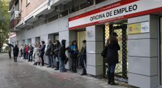 A dole office sent out a recorded delivery letter ordering a young woman to refund a one-cent overpayment by bank transfer within 30 days or face interest charges of 20 per cent.  The lady from Tarragona, who is in receipt of unemployment benefit, said the letter came by certified mail and quoted Article 32/2 of Royal Decree 625/1985, which state