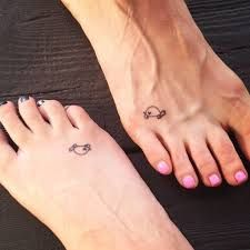 ▷ small tattoos women: the most beautiful motifs with meaning - Tattoo Ideen - Tatouage Little Tattoos, Mini Tattoos, Body Art Tattoos, Small Tattoos, Ocean Tattoos, Tribal Tattoos, Small Turtle Tattoo, Turtle Tattoo Designs, Tiny Turtle
