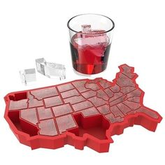 Love this United States map ice tray! U Ice of A silicone ice cube tray mold Ice Cube Trays, Ice Tray, Ice Cubes, Fresco, Cool Gadgets, Kitchen Gadgets, Fourth Of July, Just In Case, Goodies