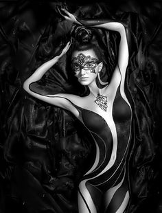 I know this isn't a Tatoo, but Body Art, but it is so beautiful I had to pin it in my collection. Foto Glamour, Fotografie Portraits, Foto Portrait, Woman Painting, Painting Art, Paintings, Black Is Beautiful, Beautiful Body, Amazing Body