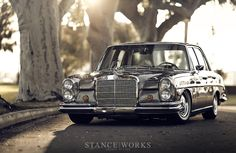 Bagged W108 Benz. Beautiful, but I have to question those indicators...