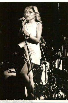Debbie harry Rock N Roll Music, Rock And Roll, Alison Mosshart, Chris Stein, Shirley Manson, Blonde Moments, Nostalgia, Blondie Debbie Harry, Musica