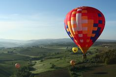 Looking for adventure? For most, seeing the wine country of Chianti is a life-long dream. Explore Chianti in style by arranging a hot-air balloon ride during your relaxful stay at Four Seasons Florence. Balloon Rides, Hot Air Balloon, Philadelphia Hotels, Balloon Flights, Downtown Hotels, Four Seasons Hotel, Vacation Spots, Vacation Villas, Siena
