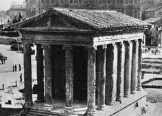 Piazza della Bocca della Verità (1930) Old Pictures, Old Photos, Roman Architecture, Roman History, Ancient Rome, Old City, Roman Empire, Big Ben, Past