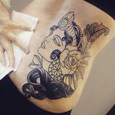 Woman New Traditional Tattoo - Original Dragão Tattoo Studio. Savassi, BH.