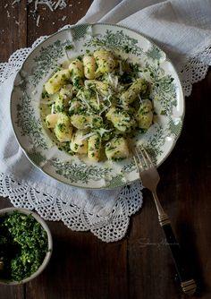 Gnocchis de patata con pesto de col rizada o kale