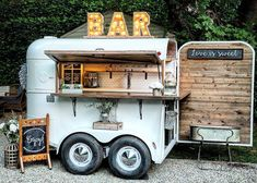 The Whiskey Chaser is a vintage horse trailer that has been converted into a mobile bar - Offering a custom craft cocktail and mixology service for weddings and events in the San Francisco Bay Area, Sonoma, Napa, and surrounding areas. Mobile Bar, Mobile Shop, Foodtrucks Ideas, Coffee Food Truck, Mobile Coffee Shop, Coffee Trailer, Casa Retro, Food Truck Business, Food Truck