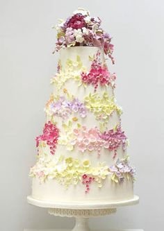 bees and blossoms wedding cake_
