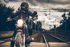 Aired-Out Armor: 10 Best Motorcycle Jackets For Summer - Dr Wong - Emporium of Tings. Summer Motorcycle Jacket, Summer Jacket, Motorcycle Leather, Motorcycle Jackets, Motorcycle Backpacks, Weather Wear, Warm Weather, Everyday Carry Gear, Canvas Jacket