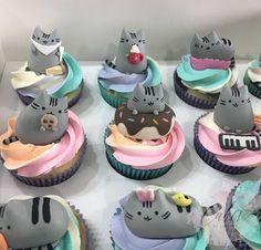 Pusheen the Cat Cupcakes Cat Cupcakes, Birthday Cupcakes, Cupcake Cakes, Pusheen Birthday, Cat Birthday, Cake Pops, Pusheen Cakes, Novelty Birthday Cakes, Kawaii Dessert