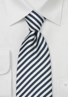 Gestreifte Krawatte in nachtblau/weiß