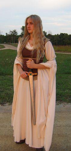 Eowyn (LotR) cosplay http://threeringcinema.deviantart.com/gallery/?catpath=%2Fq=eowyn