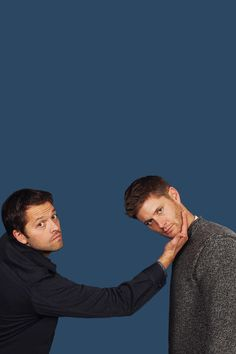 Misha Collins and Jensen Ackels! How I love supernatural Castiel, Supernatural Destiel, Supernatural Wallpaper, Supernatural Background, Jensen Ackles, Jensen And Misha, Sam E Dean Winchester, Winchester Brothers, Misha Collins