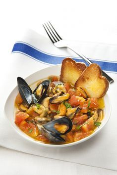 Zuppa di cozze Fish Recipes, Seafood Recipes, Soup Recipes, Cooking Recipes, Healthy Recipes, Baked Mussels, Antipasto, How To Cook Fish, Fish Dishes