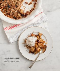 apple cardamom oat crumble