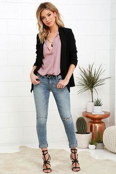 With a moto jacket on top and the Dittos Selena Light Wash Distressed Skinny Jeans below, your outfit will be one for the records! Light wash stretch denim with fading, whiskering, and shredding, shapes a mid-rise waistband with belt loops. Five-pocket cut tops tapered, skinny pant legs. Branded top button and hidden zip fly. Leather logo patch at back.