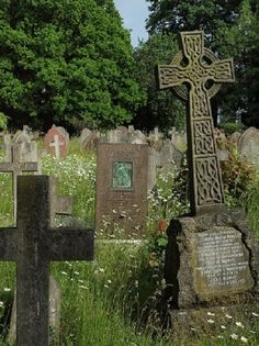 Hither Green Cemetery in Whitefoot, London © Simon Bolton