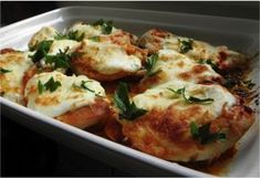 Hähnchenbrust mit saurer Sahne und Käse Baked chicken breast with sour cream and cheese from the oven. Serve with rice or potatoes. Grilling Recipes, Paleo Recipes, Baking Recipes, Easy Recipes, Chicken Breast Fillet, Baked Chicken Breast, Meat Appetizers, Appetizer Recipes, Dinner Recipes