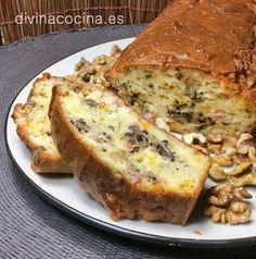 Si en el bizcocho de roquefort y nueces te resulta fuerte el sabor del queso puedes sustituir el roquefort por un gorgonzola, o un queso más suave en taquitos (gouda, emmental...)