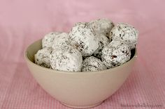 No Bake Oatmeal Cookie Balls - Taste and Tell 2 cups rolled oats ¾ cup white sugar 3 tablespoons unsweetened cocoa powder 1 tablespoon water ½ teaspoon vanilla ½ cup butter, softened 2 tablespoons peanut butter 1 cup confectioners' sugar Cookie Desserts, Just Desserts, Cookie Recipes, Delicious Desserts, Dessert Recipes, Yummy Food, No Bake Treats, Yummy Treats, Sweet Treats