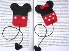 The Craft Junkie DIY: Felt Mickey and Minnie Mouse bookmarks Felt Diy, Felt Crafts, Diy And Crafts, Crafts For Kids, Arts And Crafts, Cute Bookmarks, Crochet Bookmarks, Disney Diy, Disney Crafts