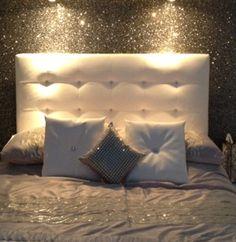30 Inspiring Glitter Wall Paint to Make Over Your Room - Home Design Glitter Bedroom, Glitter Paint For Walls, Glitter Wallpaper, Wall Wallpaper, Wallpaper Backgrounds, Glitter Accent Wall, Bedroom Wall, Bedroom Decor, Bedroom Ideas