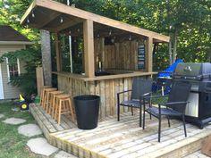 Tiki Bar - Backyard Pool Bar built with old patio wood - Tiki Bar - Backy Backyard Gazebo, Backyard Pool Designs, Backyard Sheds, Casa Patio, Patio Bar, Pool Table, Diy Außenbar, Outdoor Tiki Bar, Outdoor Bars