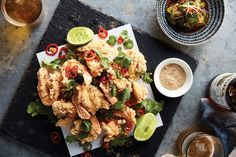 Sichuan salt and pepper king prawns with wok-toasted chilli and garlic (SBS Food) Prawn Recipes, Seafood Recipes, Asian Recipes, Dinner Recipes, Cooking Recipes, Healthy Recipes, Ethnic Recipes, Chinese Recipes, Szechuan Recipes