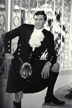 George Lazenby kilt | Bond (George Lazenby) wears his kilt for a party at Blofeld's ...
