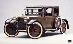 The 1925 Julian contained many of the key elements of the Volkswagen Beetle: backbone chassis, rear engine, air cooling and swing axles.