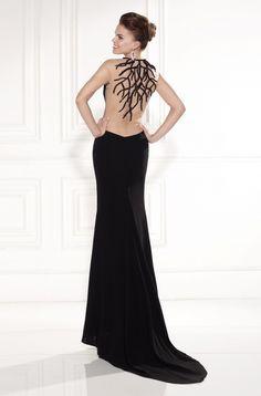 Detalle de la espalda y la cola del modelo Megan de Tarik Ediz